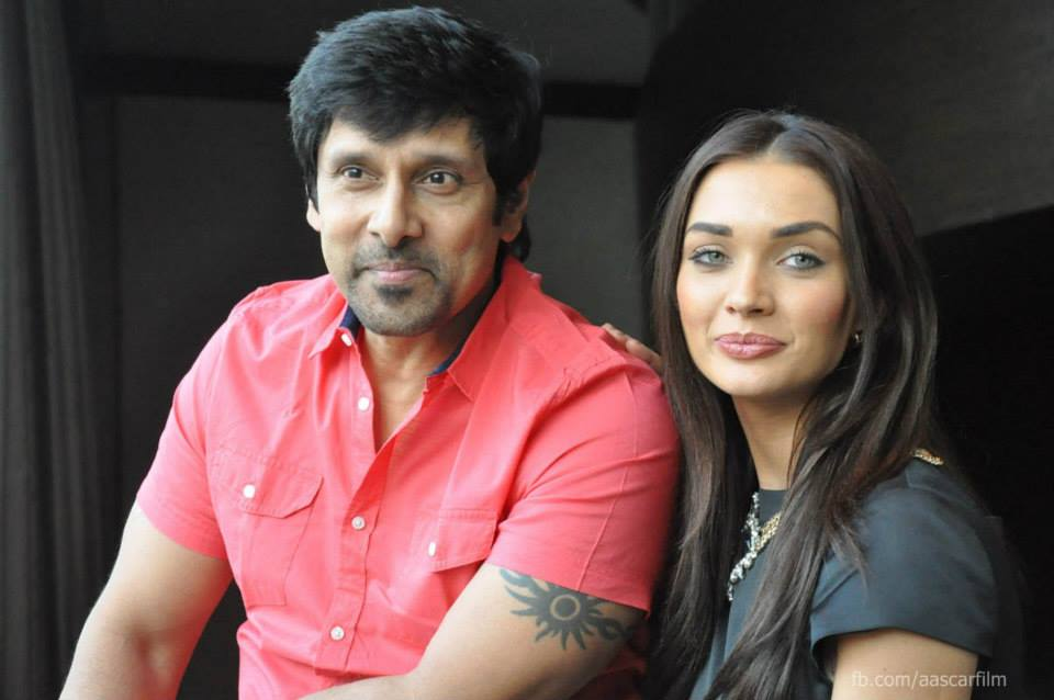 http://onlookersmedia.in/wp-content/uploads/2015/01/I-movie-press-meet-stills-Vikram-Amy-Jackson-Ai-Tamil-movie-stills-Onlookers-Media-29.jpg
