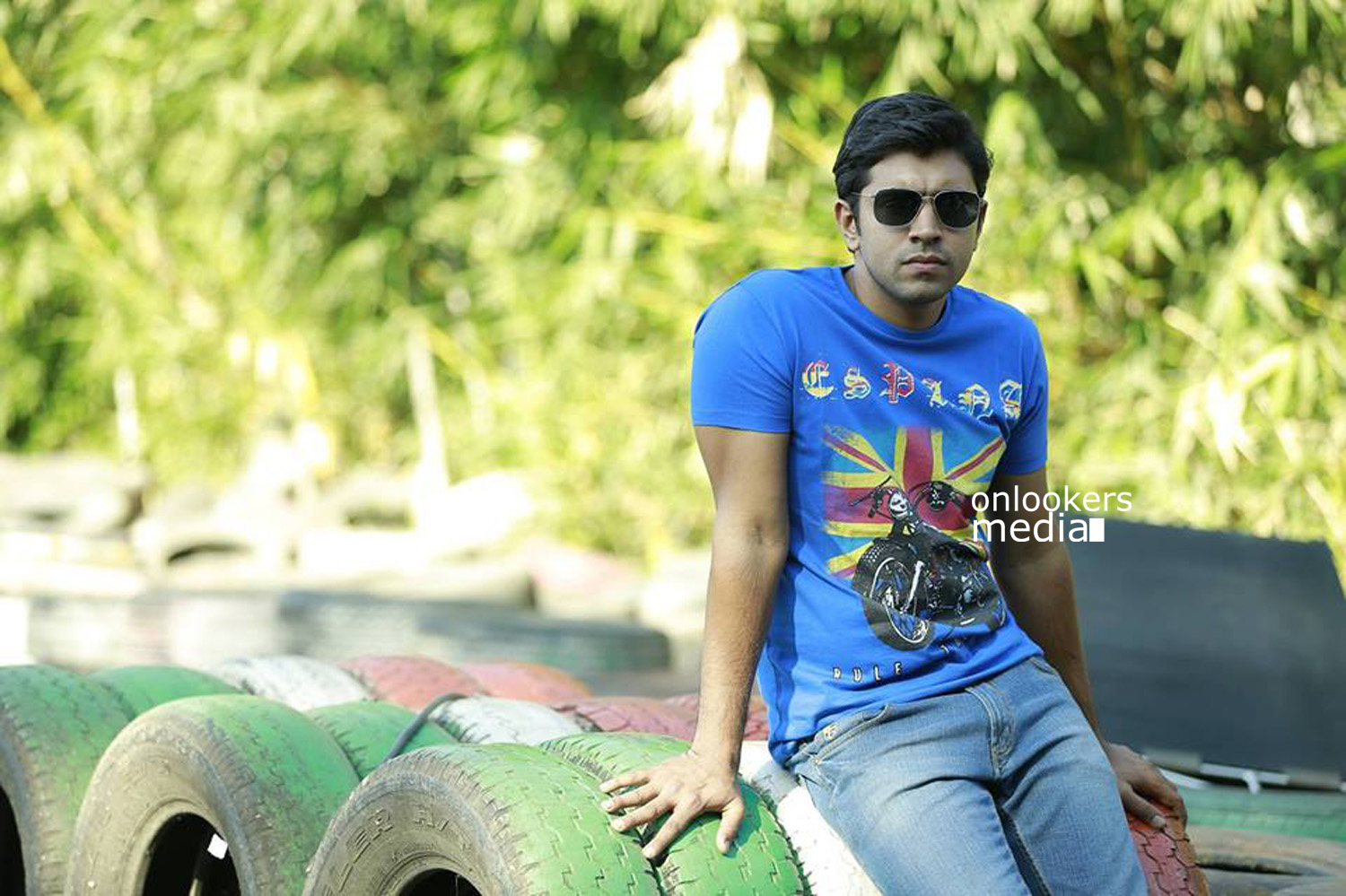 http://onlookersmedia.in/wp-content/uploads/2015/04/Nivin-Pauly-Stills-Images-Photos-Malayalam-Movie-2015-Onlookers-Media-17.jpg