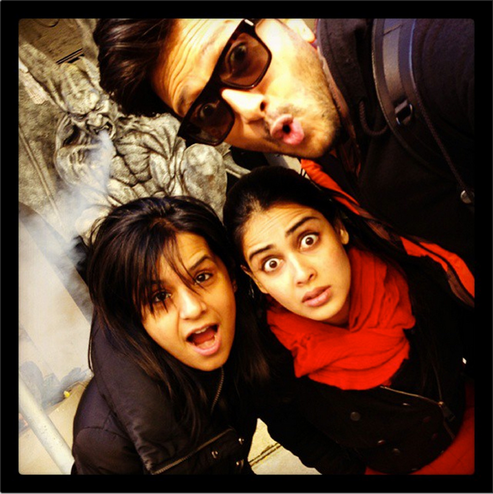 http://onlookersmedia.in/wp-content/uploads/2015/05/Riteish-Deshmukh-Genelia-Family-Stills-Images-Photos-Bollywood-Movie-Onlookers-Media-10.jpg