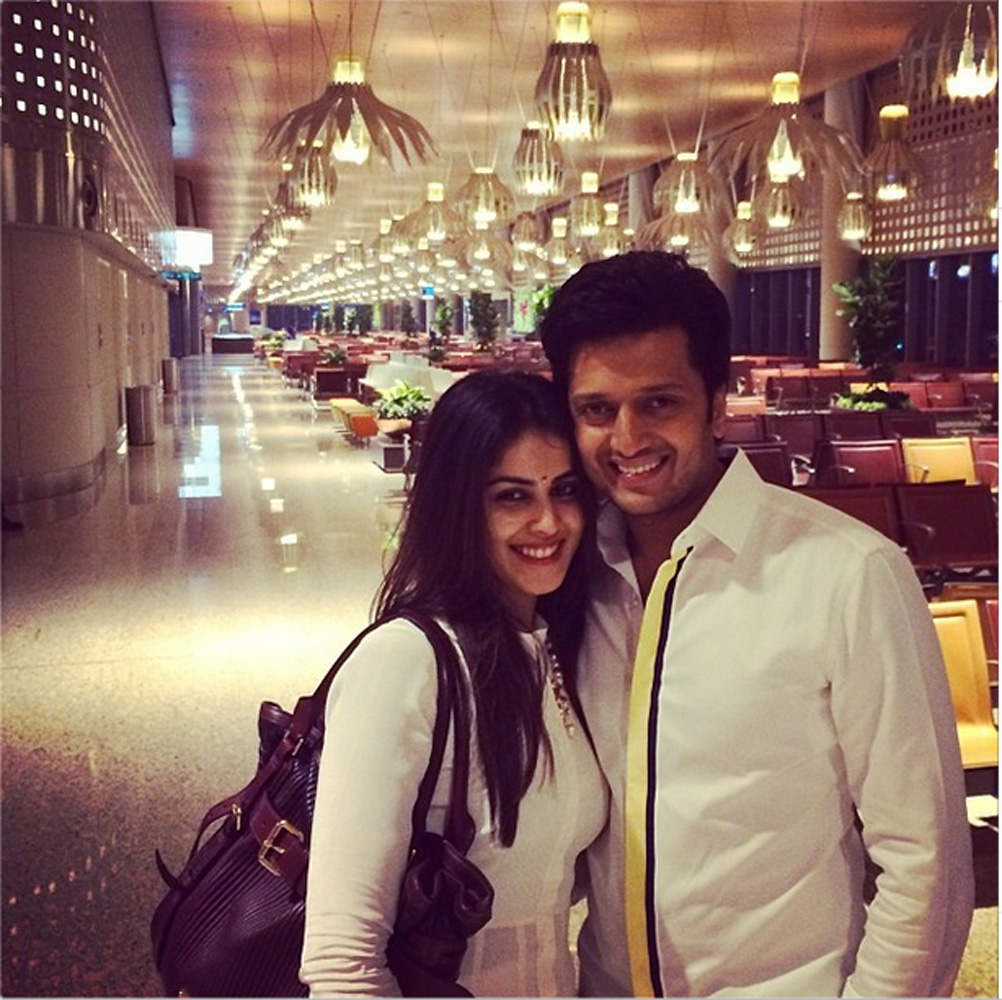 http://onlookersmedia.in/wp-content/uploads/2015/05/Riteish-Deshmukh-Genelia-Family-Stills-Images-Photos-Bollywood-Movie-Onlookers-Media-13.jpg