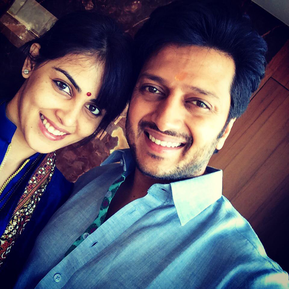 http://onlookersmedia.in/wp-content/uploads/2015/05/Riteish-Deshmukh-Genelia-Family-Stills-Images-Photos-Bollywood-Movie-Onlookers-Media-17.jpg