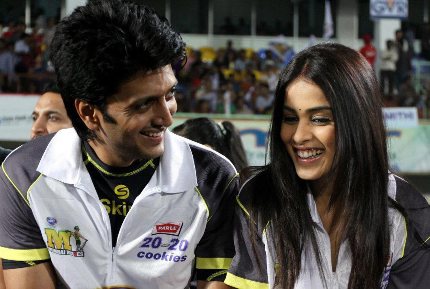 http://onlookersmedia.in/wp-content/uploads/2015/05/Riteish-Deshmukh-Genelia-Family-Stills-Images-Photos-Bollywood-Movie-Onlookers-Media-2.jpg