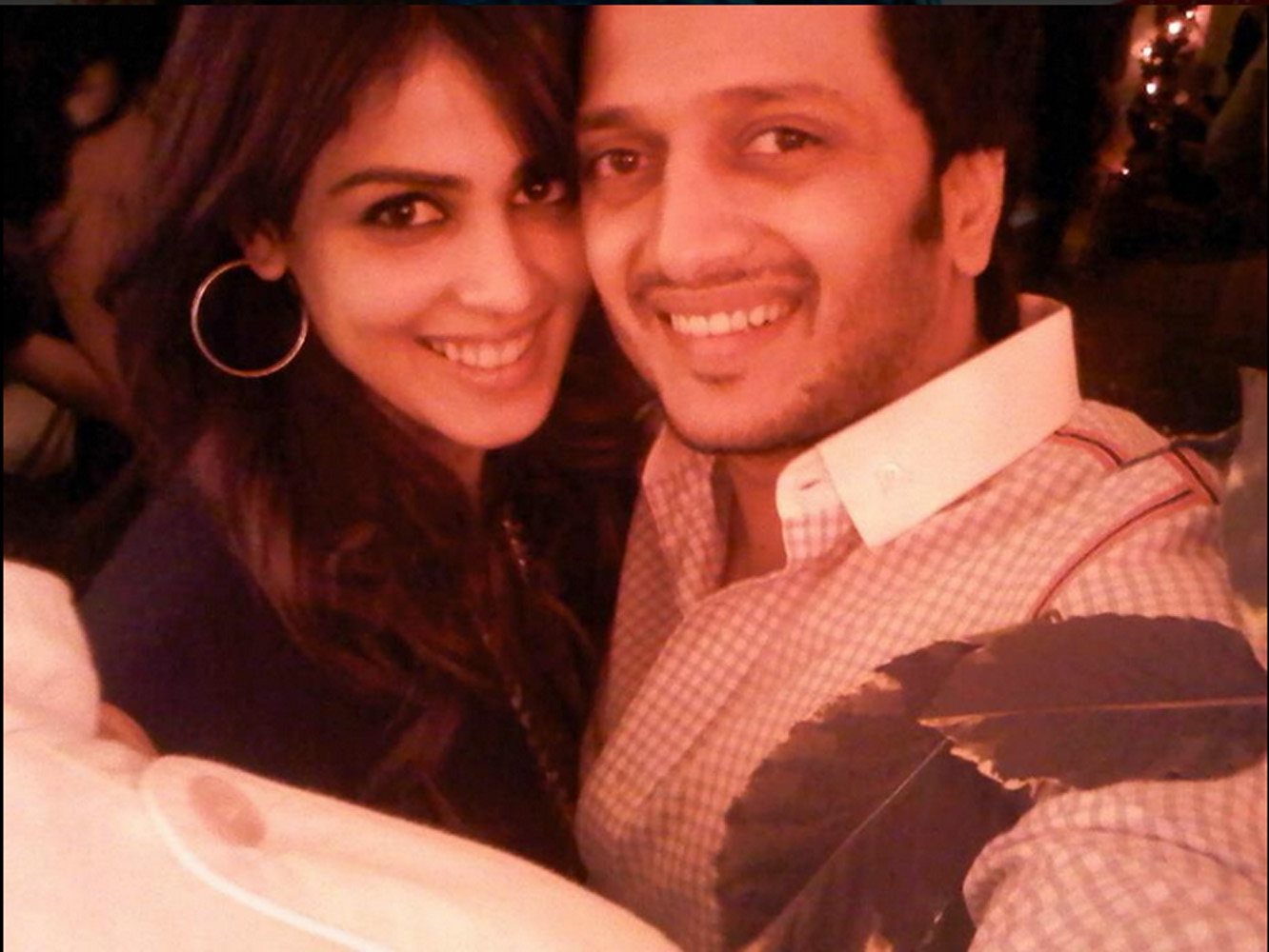 http://onlookersmedia.in/wp-content/uploads/2015/05/Riteish-Deshmukh-Genelia-Family-Stills-Images-Photos-Bollywood-Movie-Onlookers-Media-20.jpg