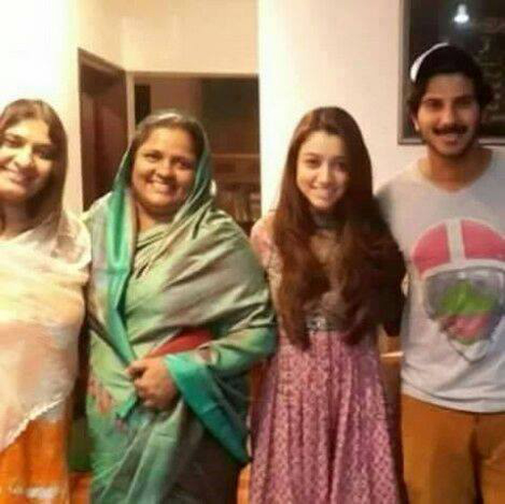 http://onlookersmedia.in/wp-content/uploads/2015/07/Dulquer-Salmaan-with-family-Amal-Sufia.jpg