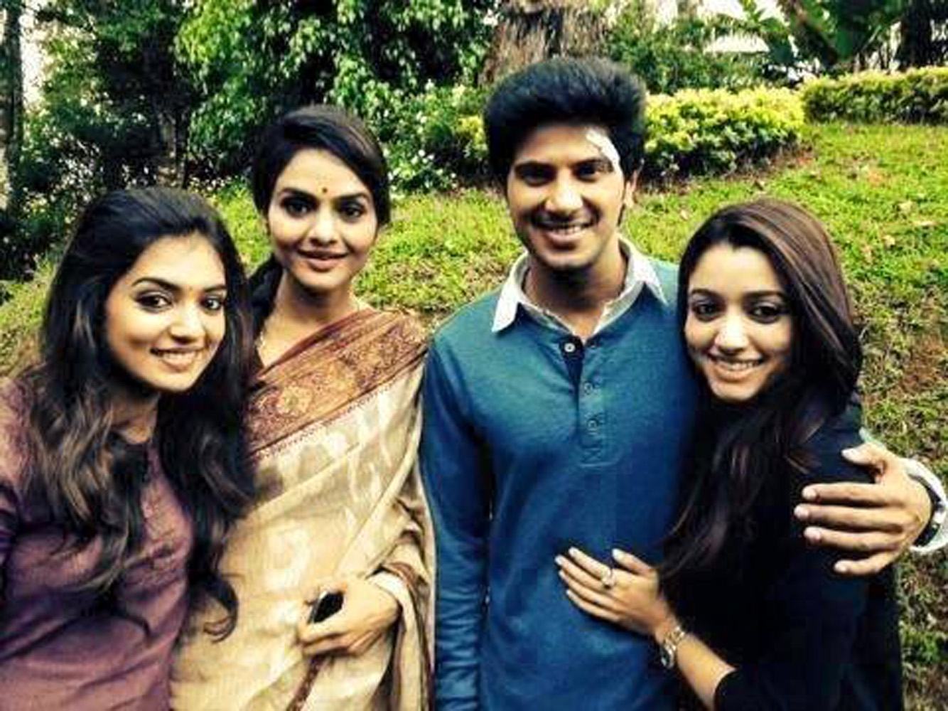 http://onlookersmedia.in/wp-content/uploads/2015/07/Dulquer-Salmaan-with-family-wife-Amal-Sufia-1.jpg