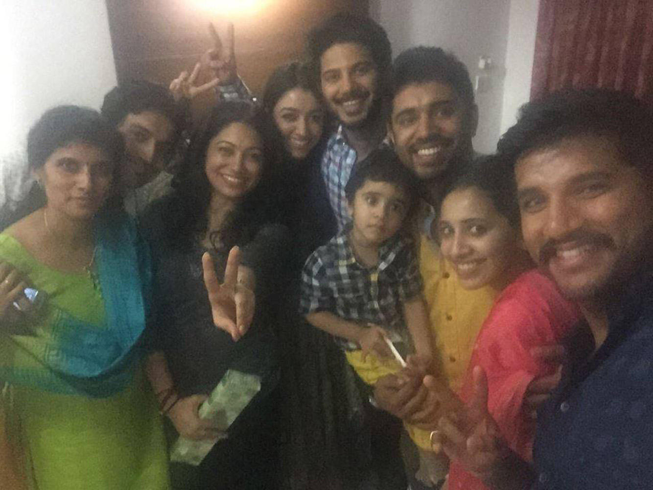 http://onlookersmedia.in/wp-content/uploads/2015/07/Dulquer-Salmaan-with-wife-Amal-Sufia-14.jpg