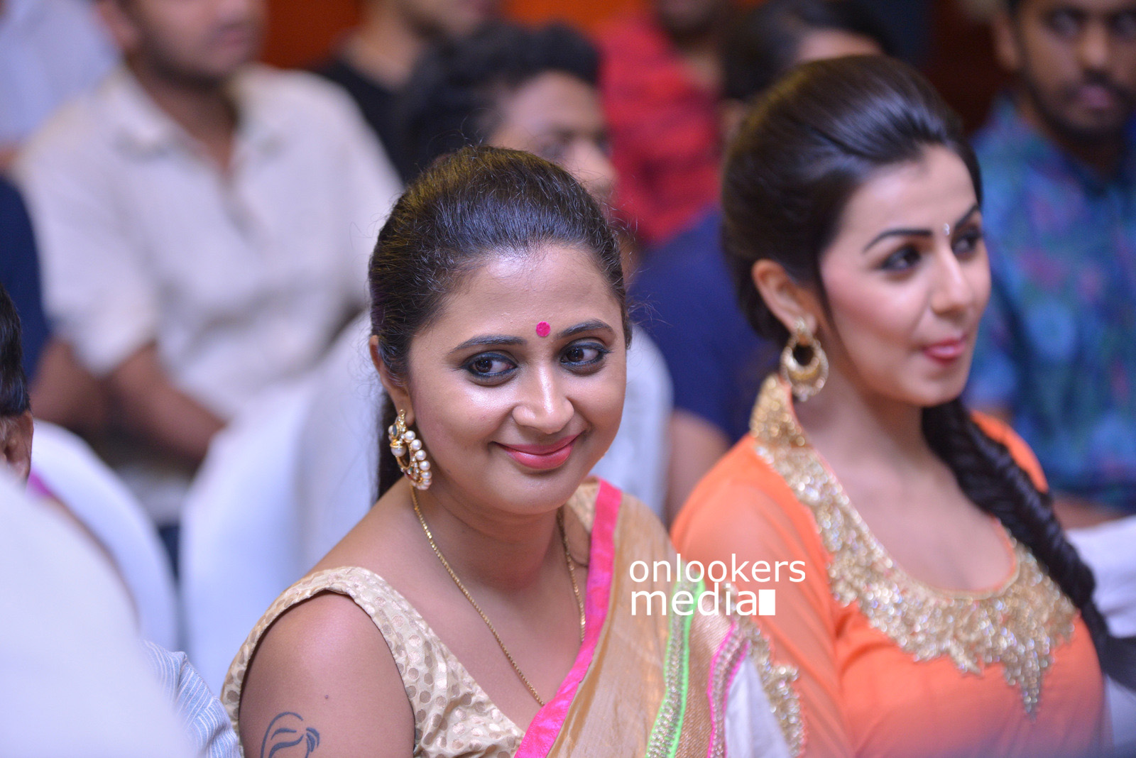 http://onlookersmedia.in/wp-content/uploads/2015/07/Rudra-Simhasanam-Audio-Launch-Stills-Photos-Images-21.jpg