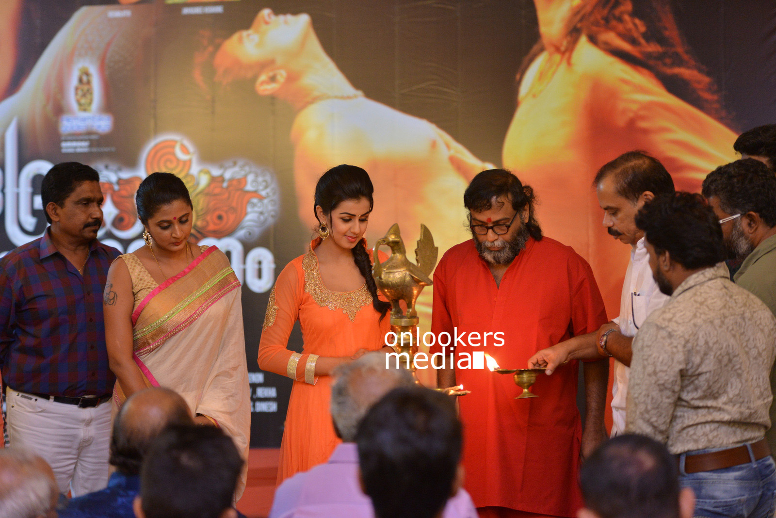 http://onlookersmedia.in/wp-content/uploads/2015/07/Rudra-Simhasanam-Audio-Launch-Stills-Photos-Images-39.jpg