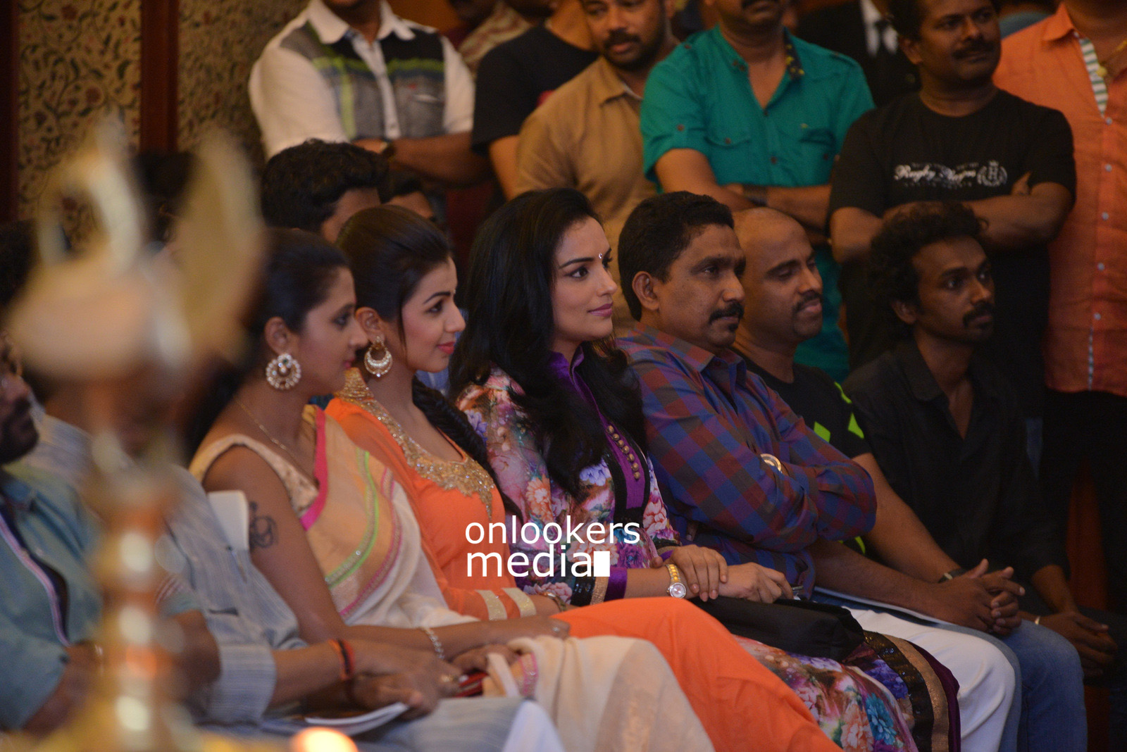 http://onlookersmedia.in/wp-content/uploads/2015/07/Rudra-Simhasanam-Audio-Launch-Stills-Photos-Images-42.jpg