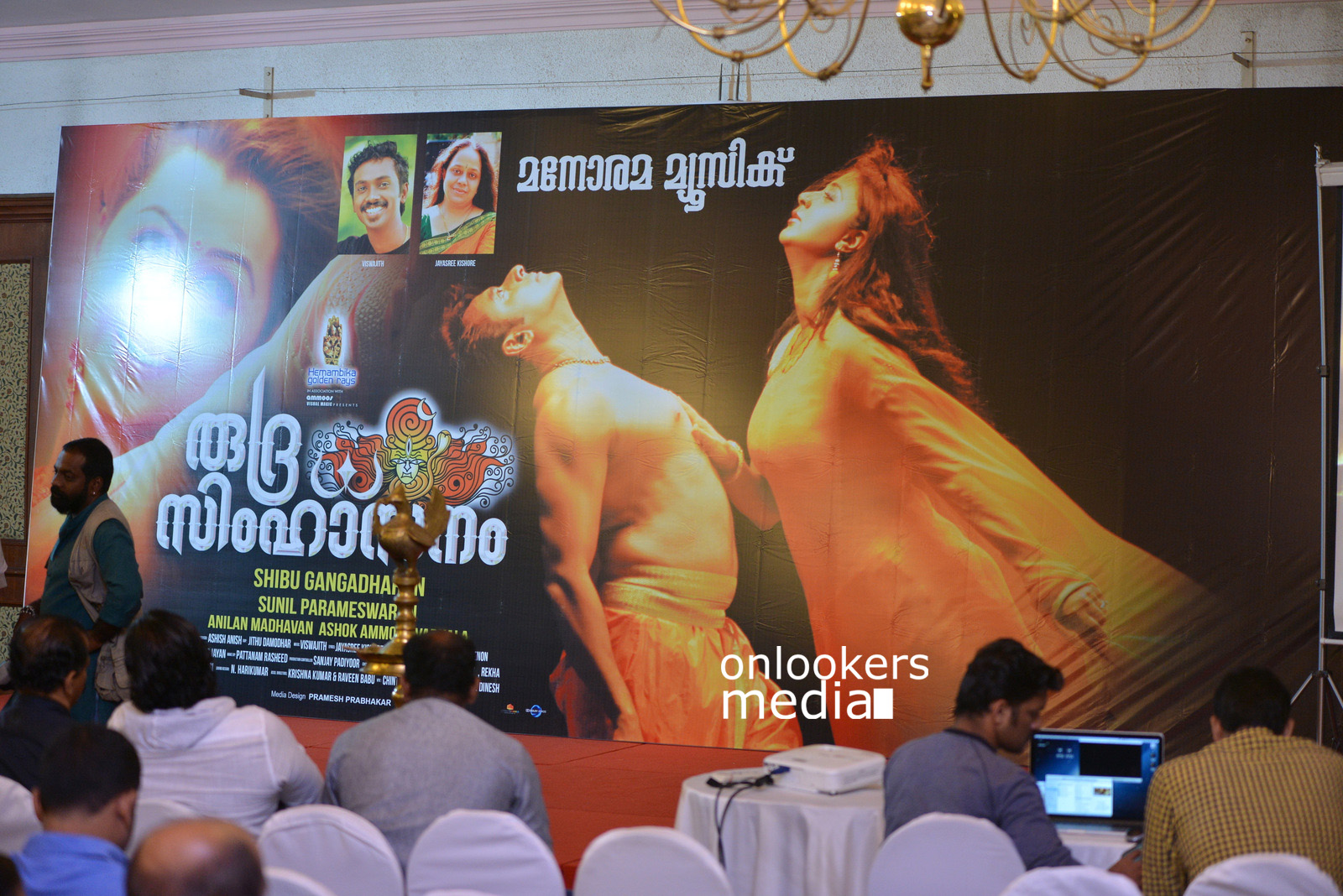 http://onlookersmedia.in/wp-content/uploads/2015/07/Rudra-Simhasanam-Audio-Launch-Stills-Photos-Images-6.jpg