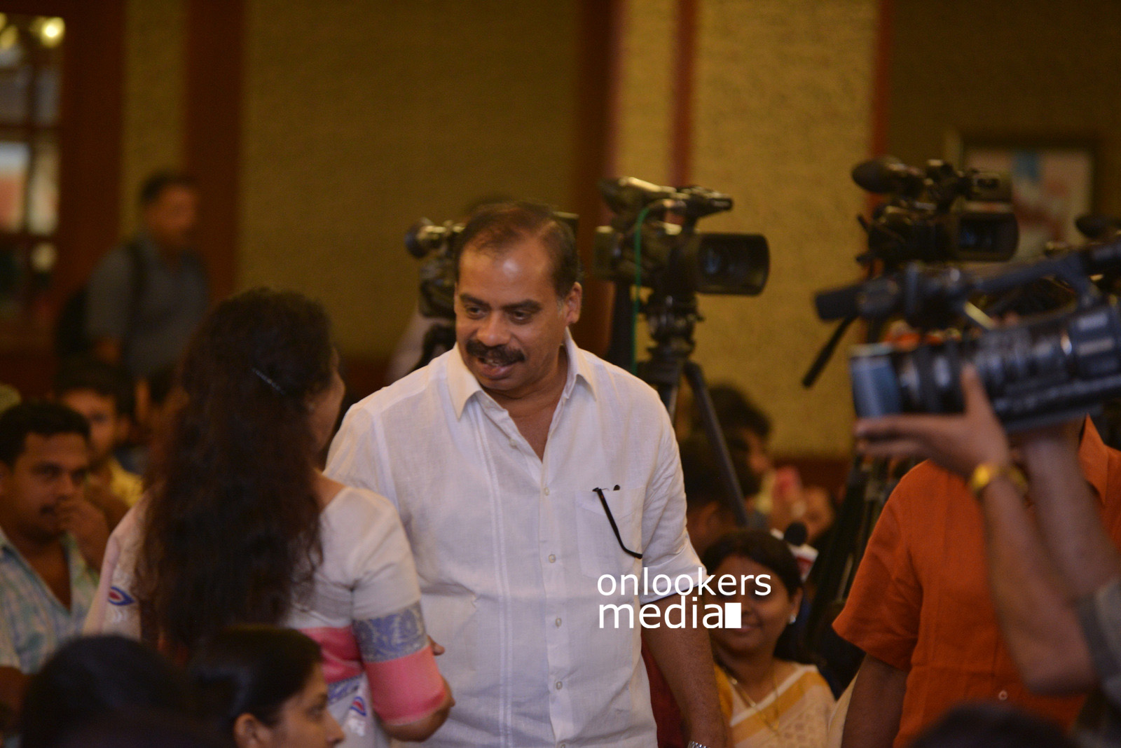 http://onlookersmedia.in/wp-content/uploads/2015/07/Rudra-Simhasanam-Audio-Launch-Stills-Photos-Images-9.jpg