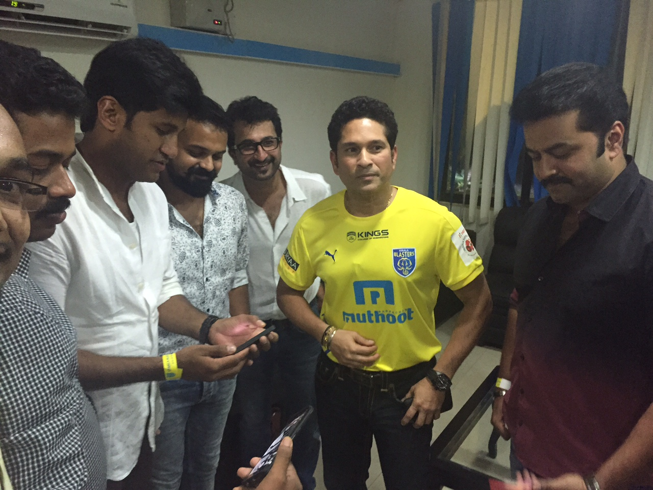 Celebrity Cricket Club stars on a high after meeting the god of Cricket Sachin (5)