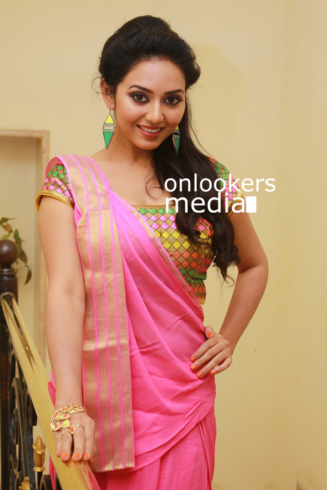 http://onlookersmedia.in/wp-content/uploads/2015/12/Vidya-Pradeep-at-Pasanga-2-Press-Meet-Stills-Photos-2.jpg