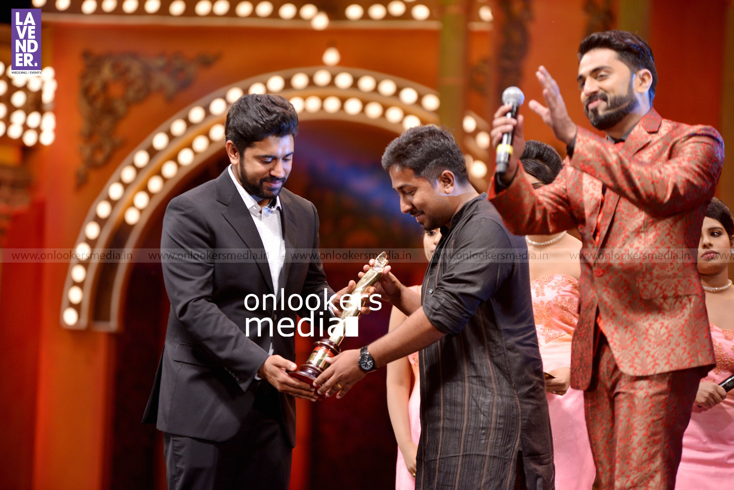 http://onlookersmedia.in/wp-content/uploads/2016/02/Nivin-Pauly-at-Asianet-Film-Award-2016-30.jpg