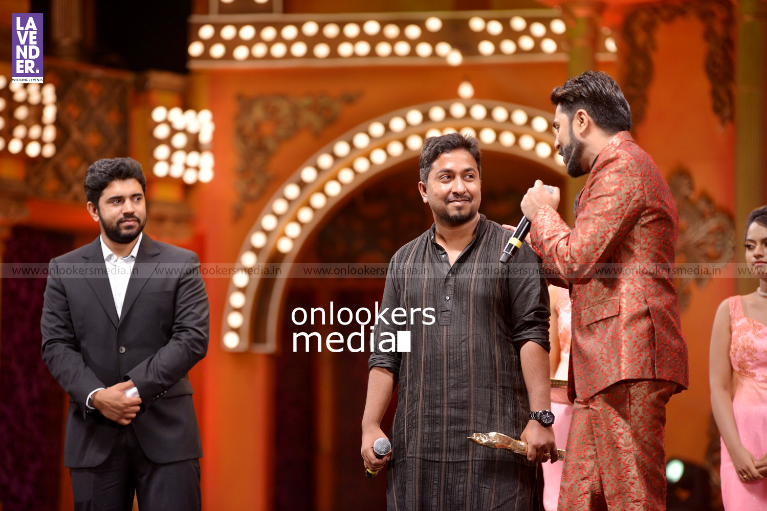 http://onlookersmedia.in/wp-content/uploads/2016/02/Nivin-Pauly-at-Asianet-Film-Award-2016-33.jpg