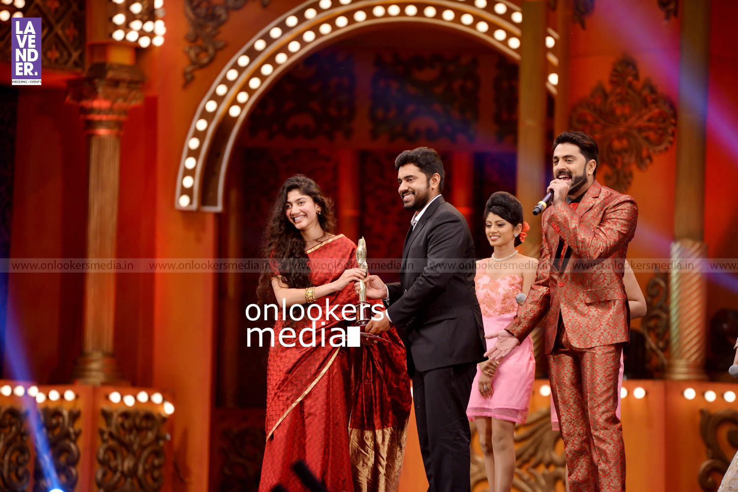 http://onlookersmedia.in/wp-content/uploads/2016/02/Nivin-Pauly-at-Asianet-Film-Award-2016-36.jpg