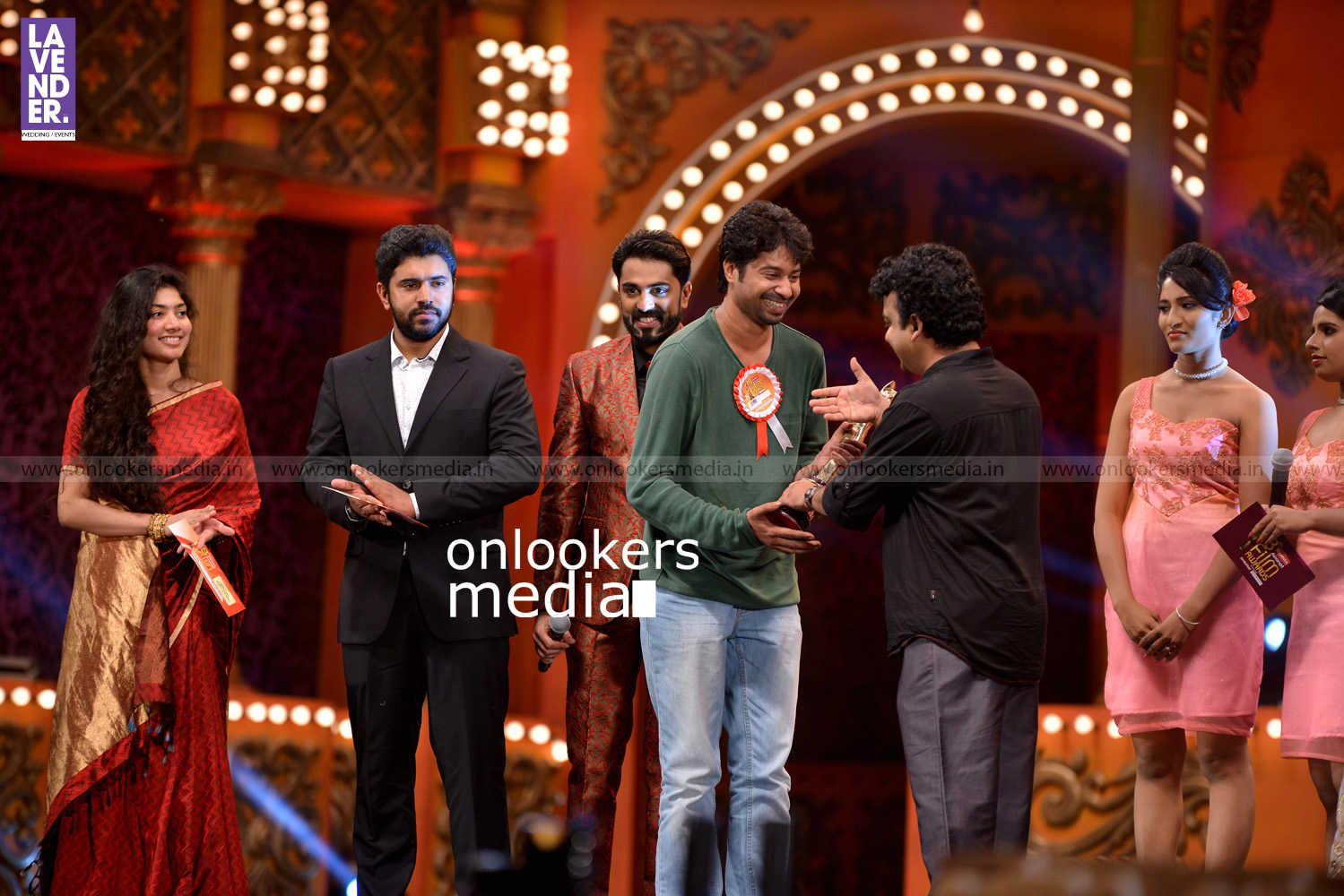 http://onlookersmedia.in/wp-content/uploads/2016/02/Nivin-Pauly-at-Asianet-Film-Award-2016-41.jpg