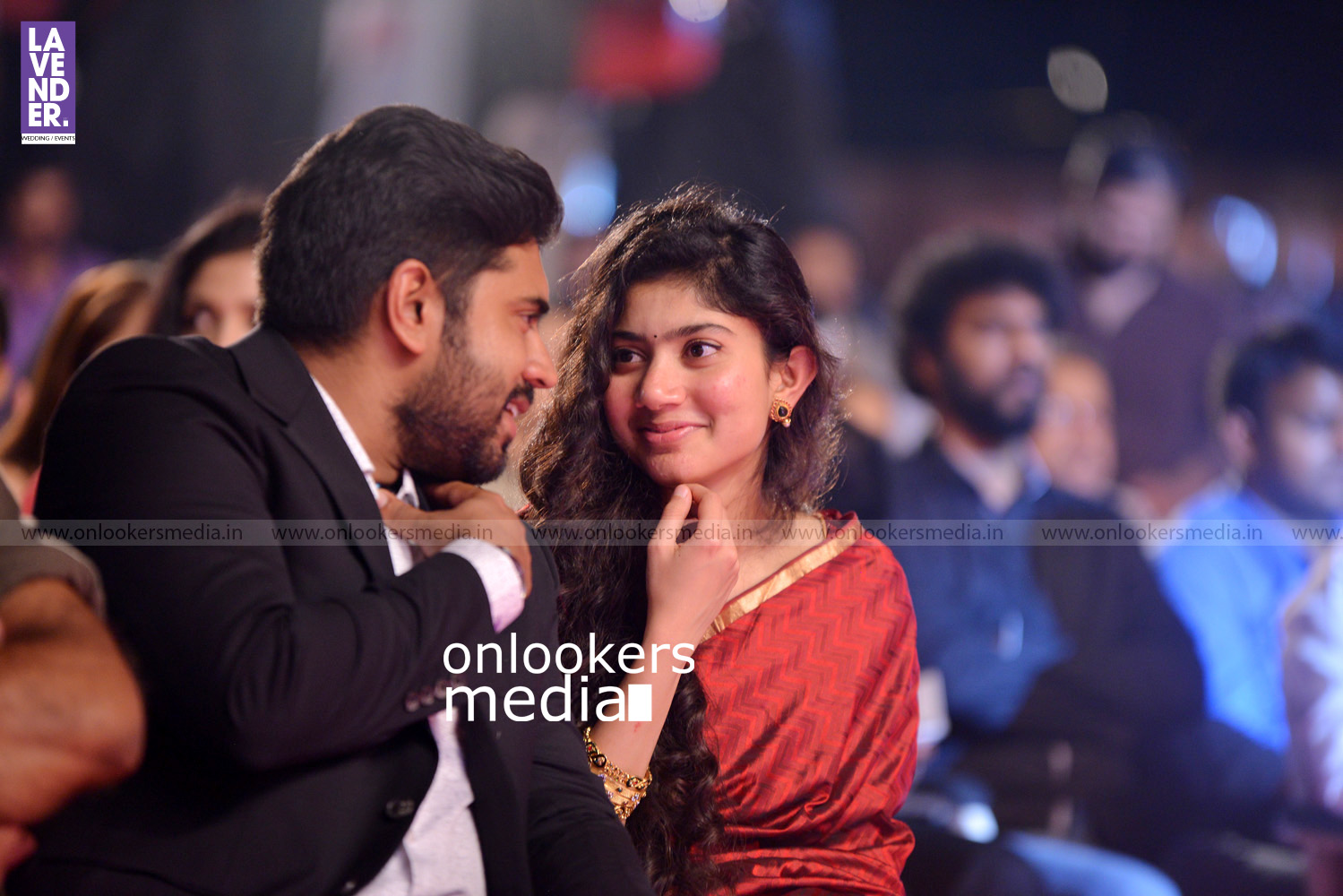 http://onlookersmedia.in/wp-content/uploads/2016/02/Nivin-Pauly-at-Asianet-Film-Award-2016-8.jpg
