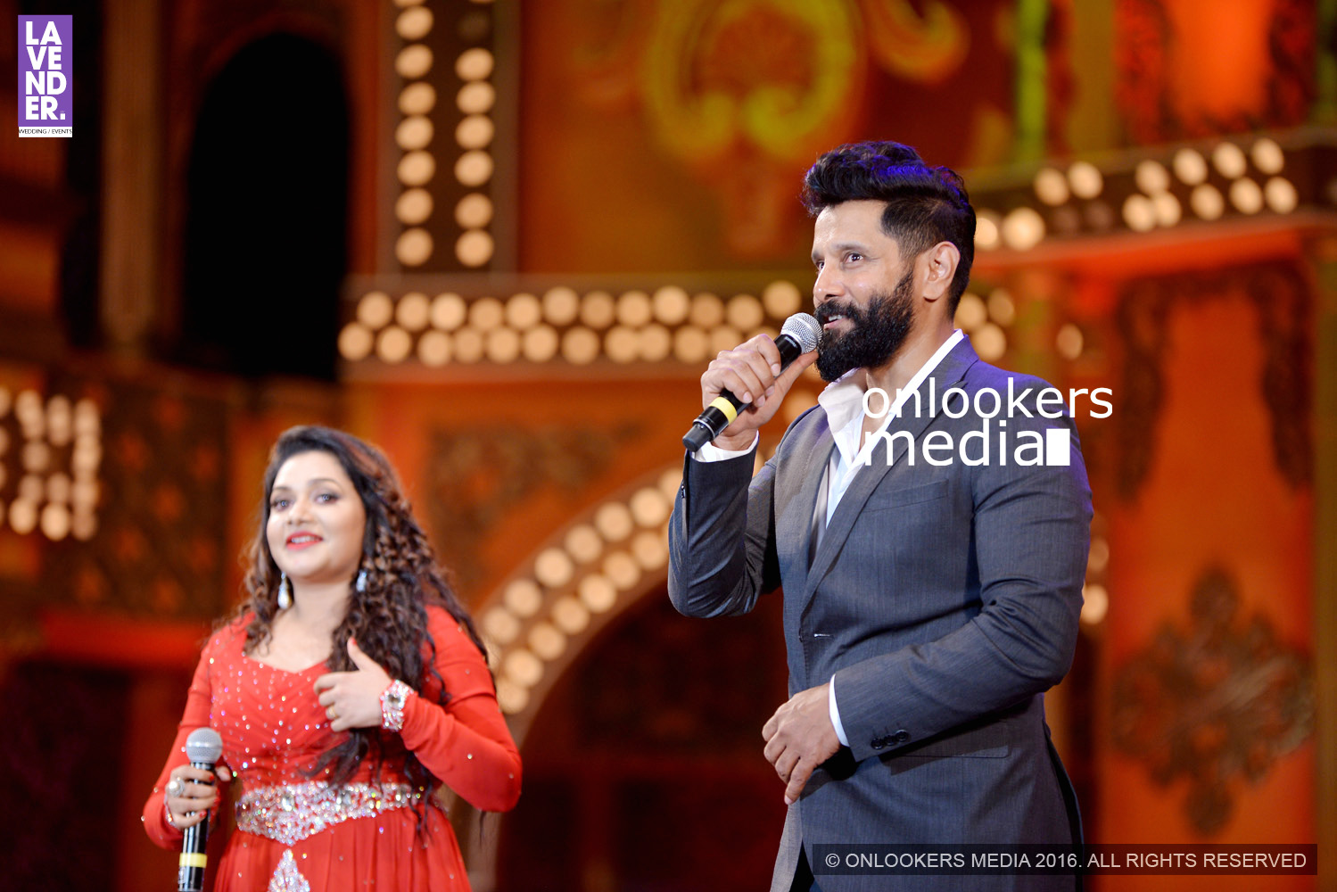 http://onlookersmedia.in/wp-content/uploads/2016/02/Vikram-at-Asianet-Film-Awards-2016-13.jpg