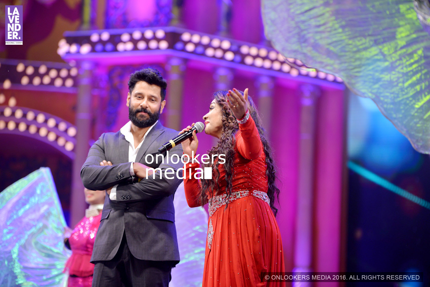 http://onlookersmedia.in/wp-content/uploads/2016/02/Vikram-at-Asianet-Film-Awards-2016-20.jpg