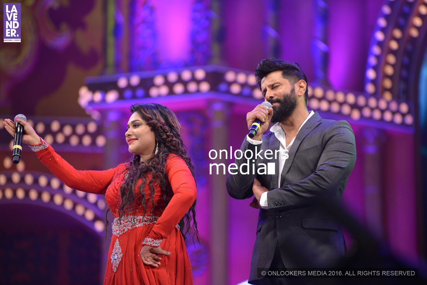 http://onlookersmedia.in/wp-content/uploads/2016/02/Vikram-at-Asianet-Film-Awards-2016-25.jpg
