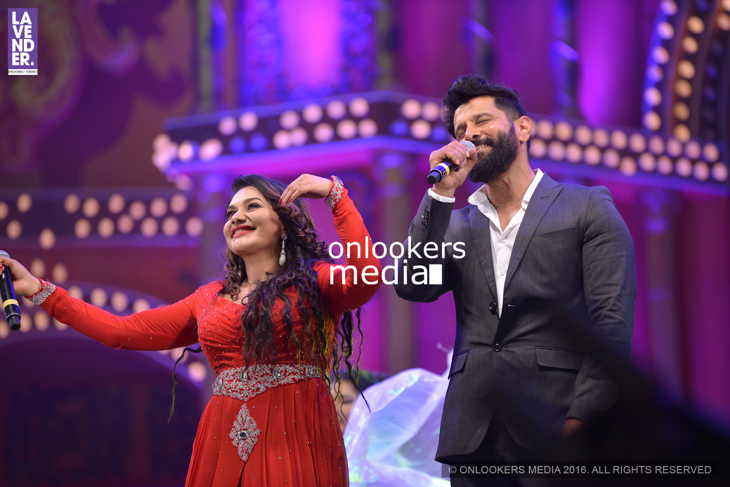 http://onlookersmedia.in/wp-content/uploads/2016/02/Vikram-at-Asianet-Film-Awards-2016-27.jpg