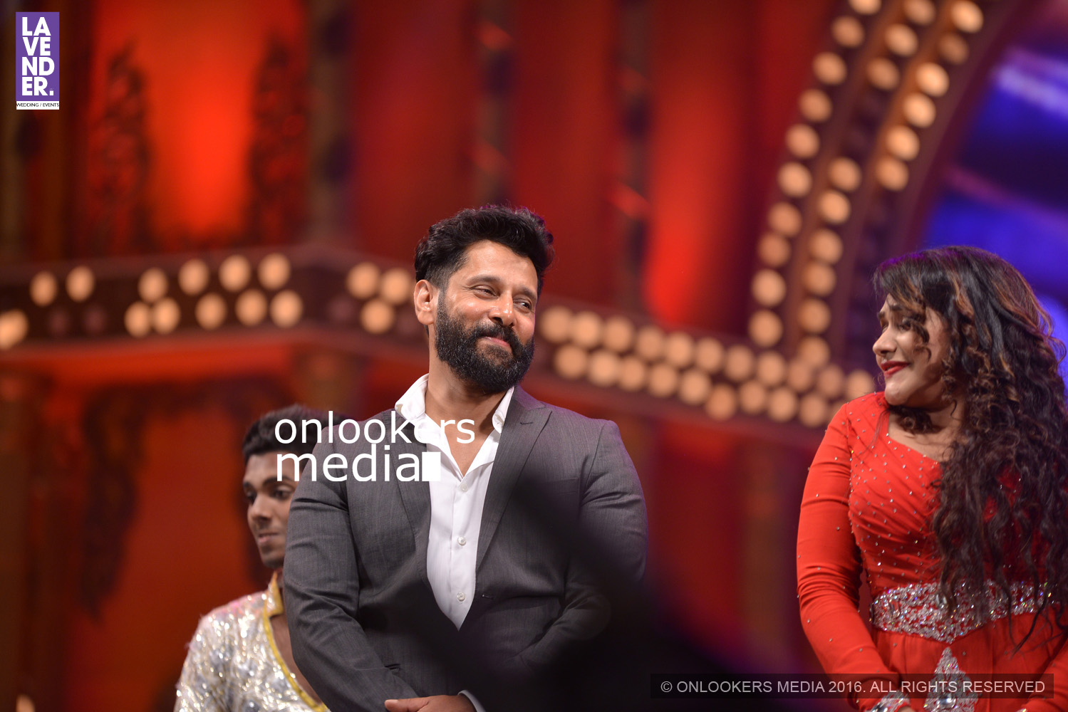 http://onlookersmedia.in/wp-content/uploads/2016/02/Vikram-at-Asianet-Film-Awards-2016-29.jpg