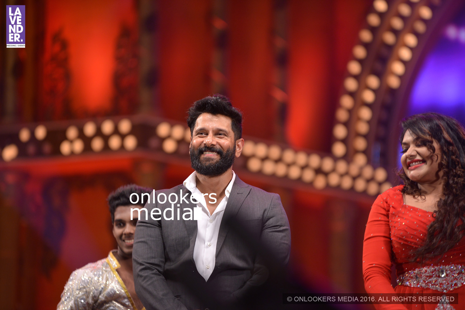 http://onlookersmedia.in/wp-content/uploads/2016/02/Vikram-at-Asianet-Film-Awards-2016-32.jpg