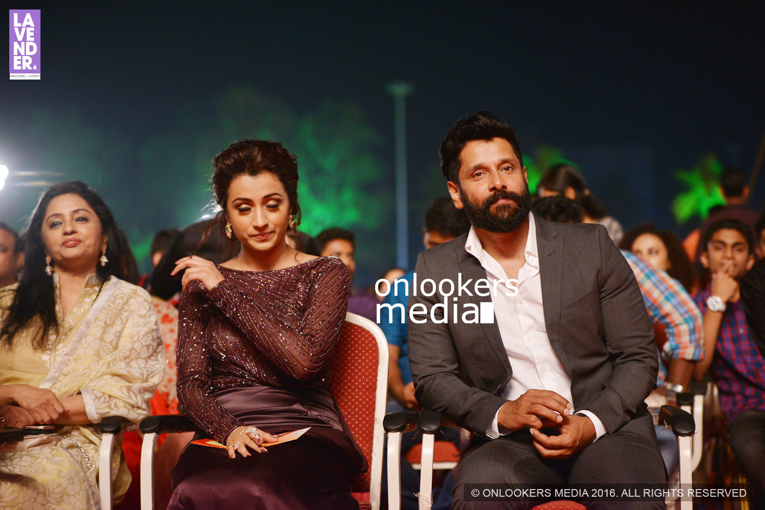 http://onlookersmedia.in/wp-content/uploads/2016/02/Vikram-at-Asianet-Film-Awards-2016-6.jpg