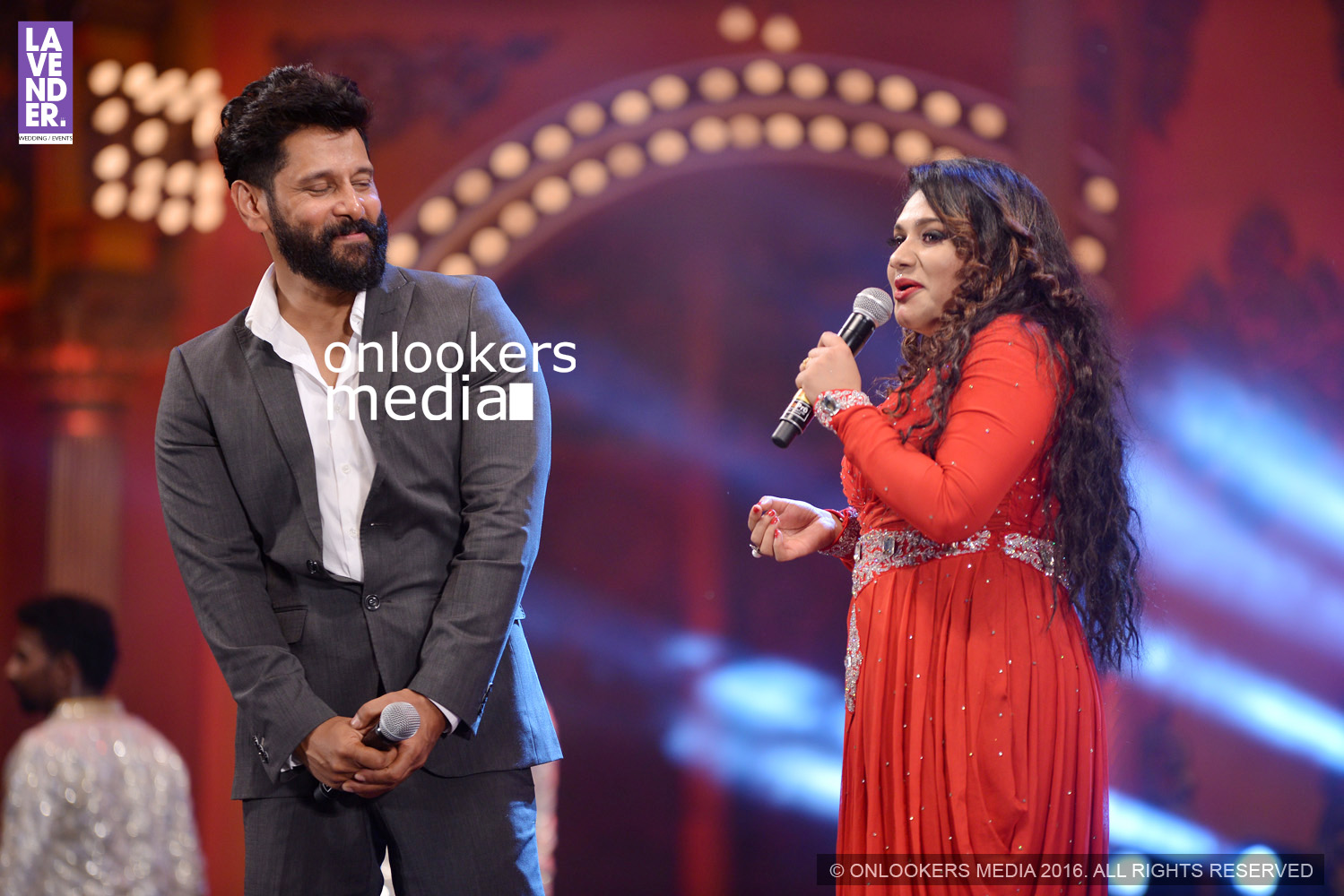 http://onlookersmedia.in/wp-content/uploads/2016/02/Vikram-at-Asianet-Film-Awards-2016-68.jpg