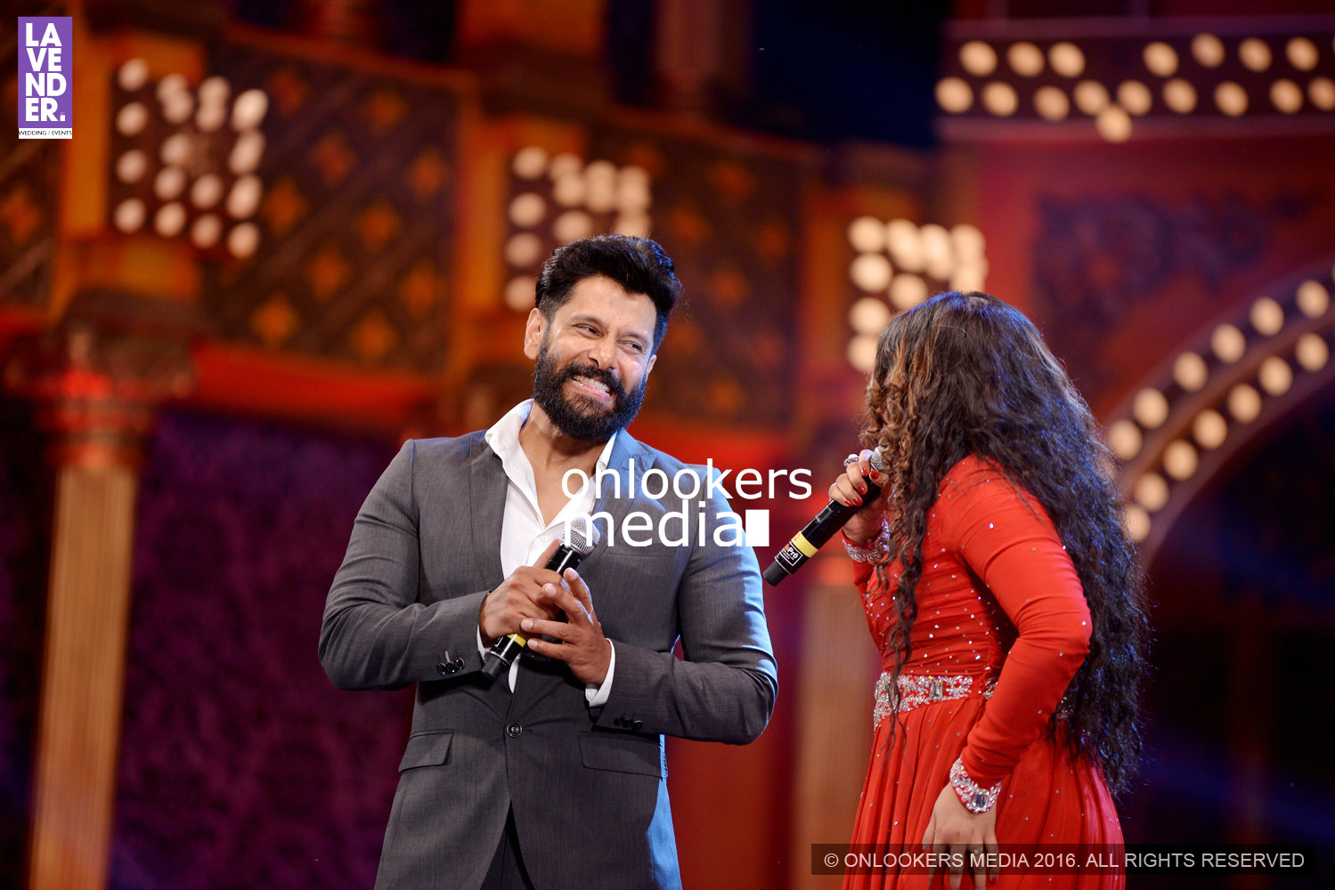 http://onlookersmedia.in/wp-content/uploads/2016/02/Vikram-at-Asianet-Film-Awards-2016-72.jpg