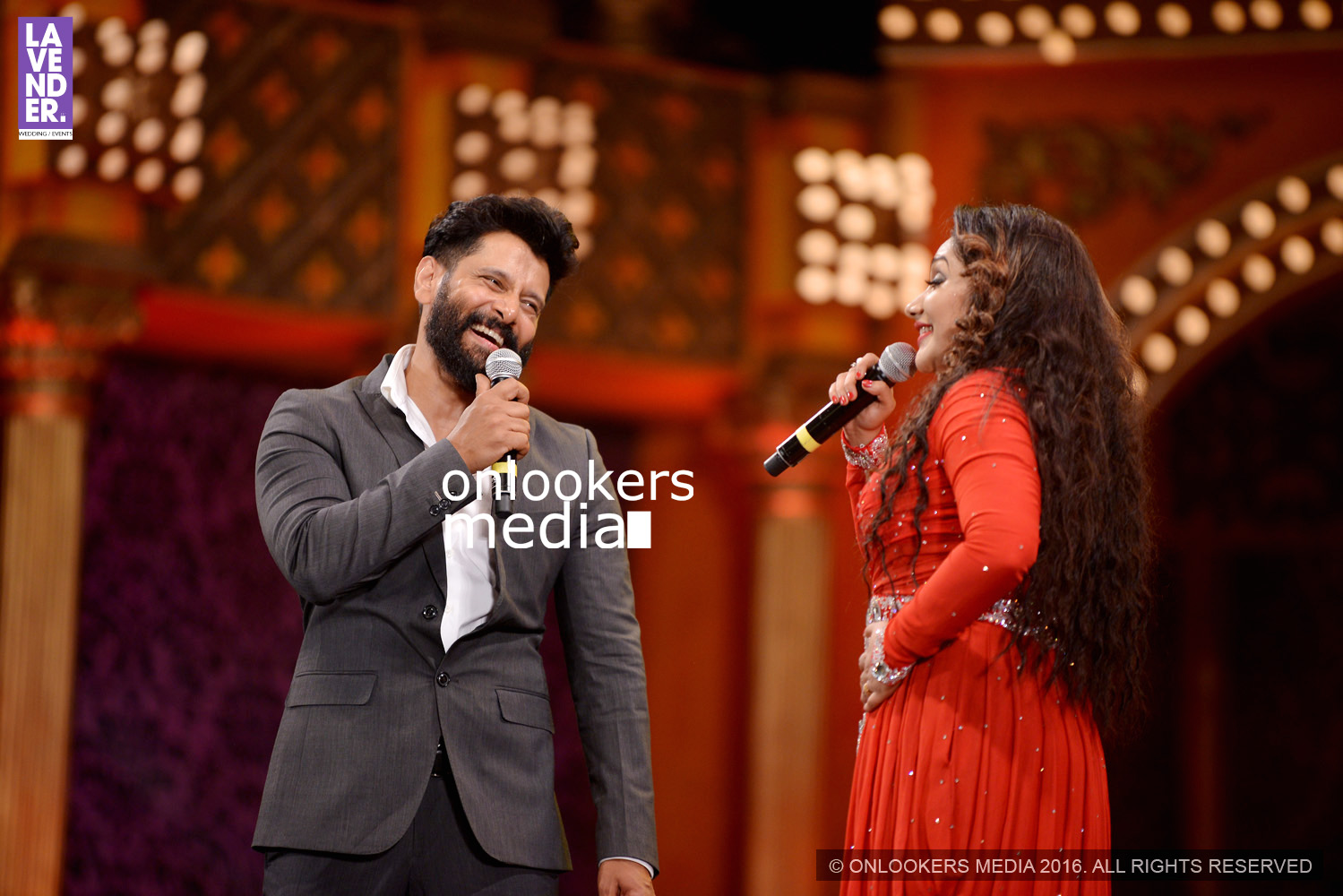 http://onlookersmedia.in/wp-content/uploads/2016/02/Vikram-at-Asianet-Film-Awards-2016-73.jpg