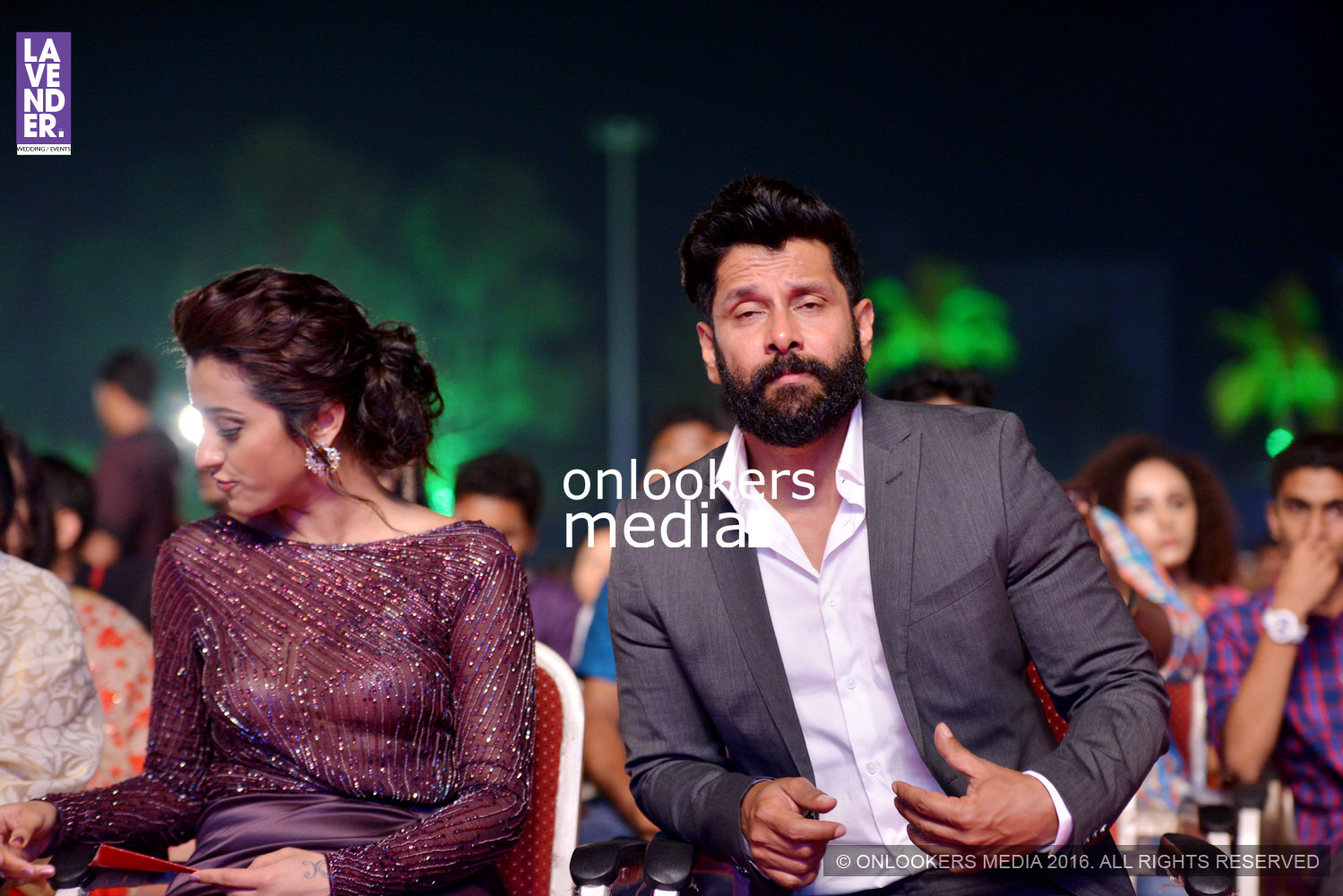 http://onlookersmedia.in/wp-content/uploads/2016/02/Vikram-at-Asianet-Film-Awards-2016-9.jpg