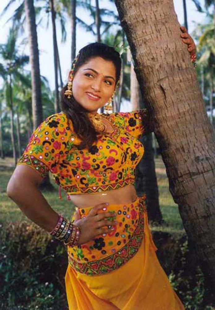 How Old Is Actress Kushboo 32