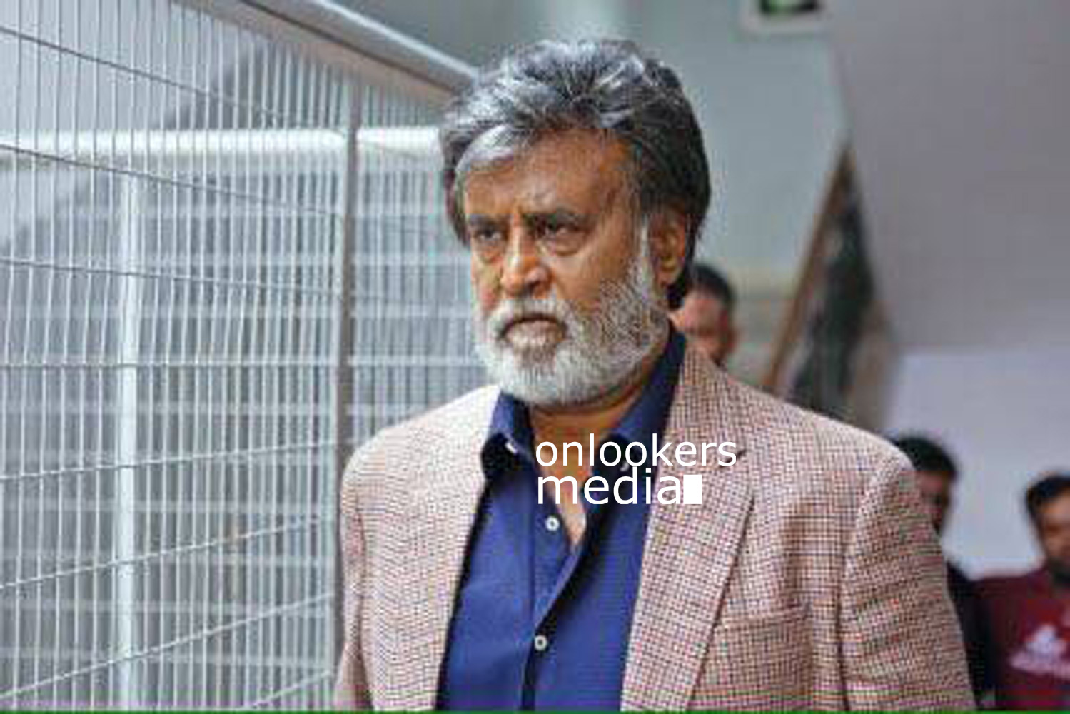 http://onlookersmedia.in/wp-content/uploads/2016/07/Rajinikanth-Kabali-stills-photos-images-pics-10.jpg