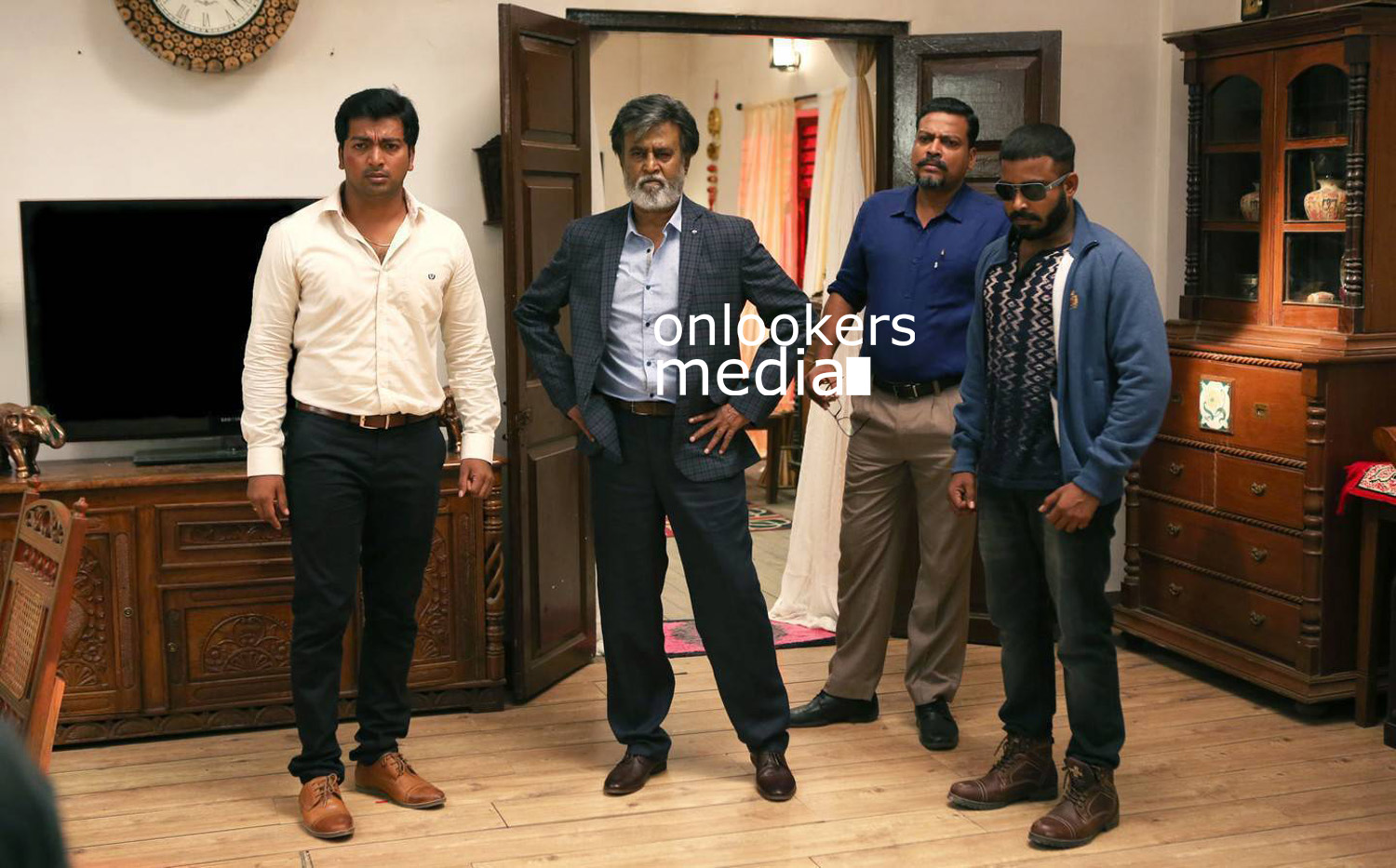 http://onlookersmedia.in/wp-content/uploads/2016/07/Rajinikanth-Kabali-stills-photos-images-pics-5.jpg
