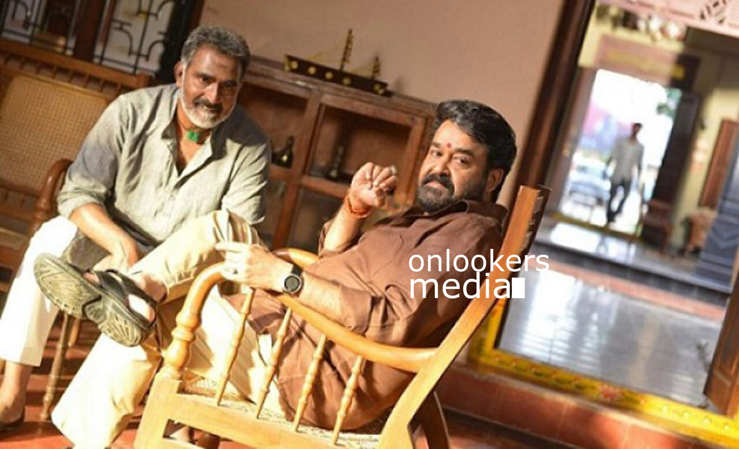 http://onlookersmedia.in/wp-content/uploads/2016/08/Janatha-Garage-Stills-Photos-Jr-NTR-Mohanlal-5.jpg